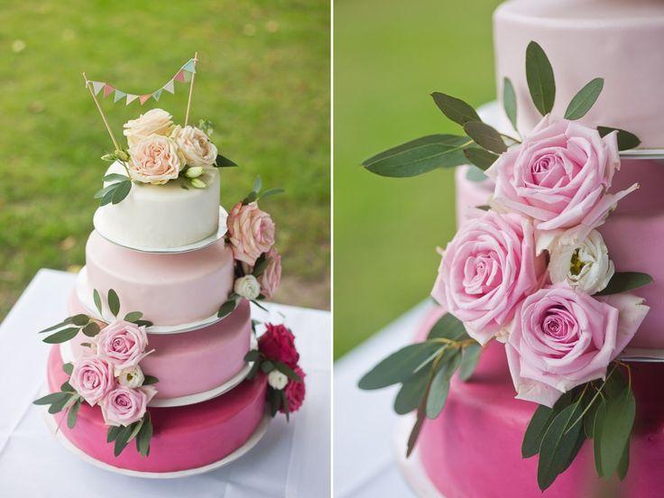 Was für eine wunderschöne Hochzeitstorte in zarten rosa