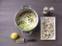 Hühnerfrikassee ist ein Rezept mit frischen Zutaten aus der Kategorie Frikassee. Probieren Sie dieses und weitere Rezepte von EAT SMARTER!