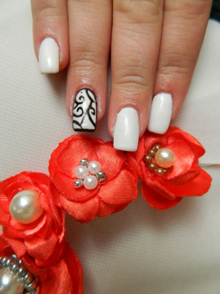 white nails, red flowers