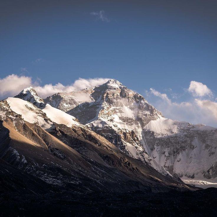 We reached the top of the Mount Everest base camp at 5.200 meters. ____ #Tibet #mounteverest #mt #openmyworld #inspiremyinstagram #awesomepix #momentslikethese #imagelogger #theartofslowliving #feelinggood #neverstopexploring #wanderlust #adventure #traveling #reizen #bucketlist #instatravel #travelgram #ilovetravel #traveladdict #travelguy #letsgoeverywhere #photooftheday #nikon #travelphoto