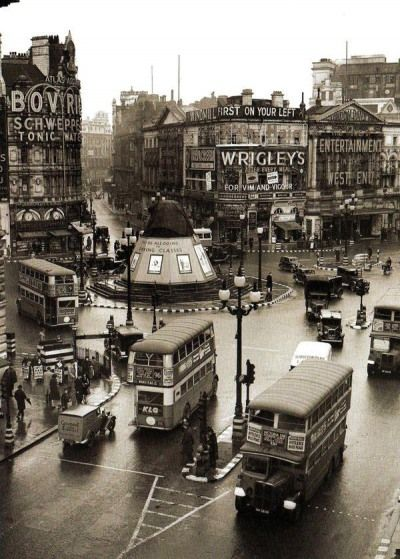Piccadilly Circus, 1939