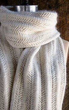 Интересный шарф спицами