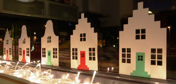 Huisjes met trapgevel en klokgevel. Leuk voor Sinterklaas (met Pietjes en Sinterklaas) en kerst (met lampjes) als raamdecoratie. Dutch houses. Nice for Santa Claus (with Pietjes and Santa Claus) and Christmas (with lights) window decoration.
