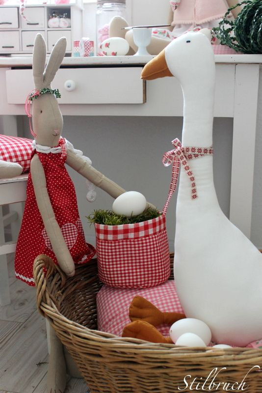 Hallo ihr Lieben ,   habt ihr Lust mich heute mit in meine Ostern - Hasenwerkstatt zu begleiten ?     ❧❧❧ ♡ ❧❧❧       Dann komm...