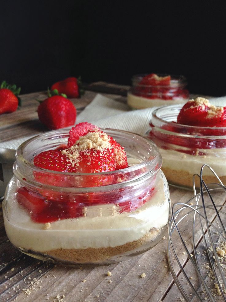 No-Bake Strawberry Cheesecake Jars: Gluten-Free, Dairy-Free, Egg-Free. www.cleaneatingwithadirtymind.com