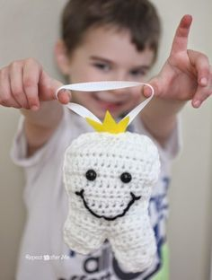 Free Pattern: Crochet Tooth Fairy Pillow - Repeat Crafter Me