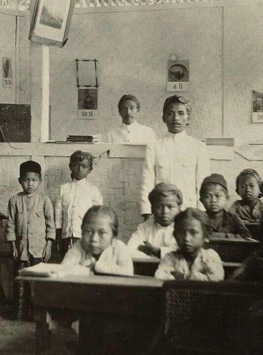 Java school. 1920. https://twitter.com/OpusLearning