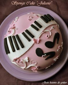 "Juste histoire de goûter: Gâteau Sponge cake & pâte à sucre ""PIANO/GIRLY"" pour JULIANE"