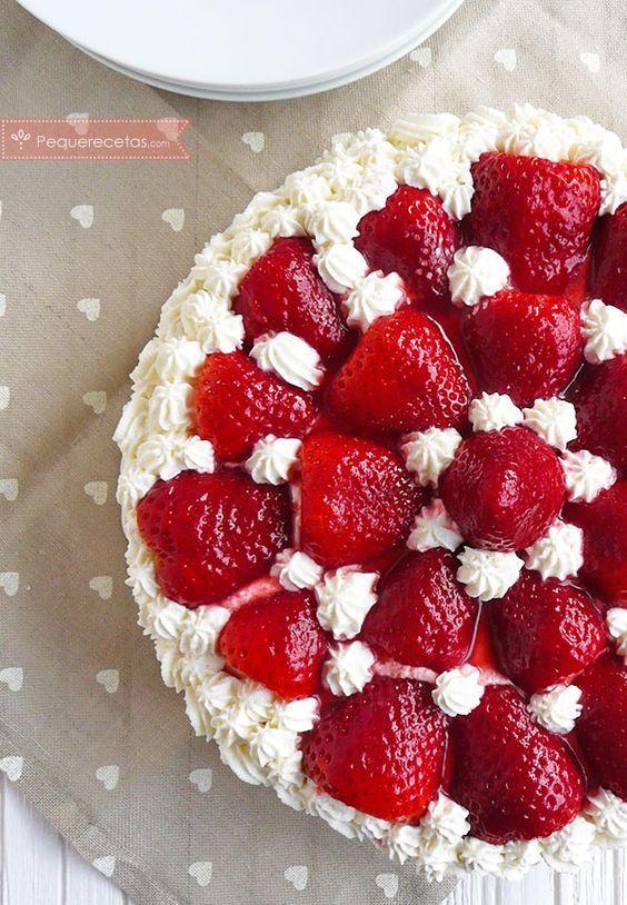Tarta de fresas con nata, ¡la tarta perfecta! , ¿Os gusta la tarta de fresas con nata? Nosotros tenemos debilidad por las tartas de fresa, pero la de fresas con nata sin duda es la mejor ¡es tan fácil!