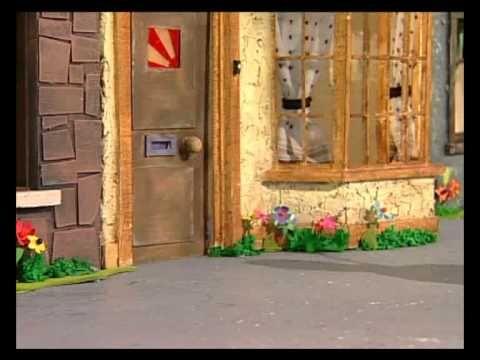 Pieter post en zijn kat smoes brengen dagelijksde post rond in het het dorpje Groenbeek. Samen maken ze allerlei avonturen mee, want er gebeurt van alles in ...