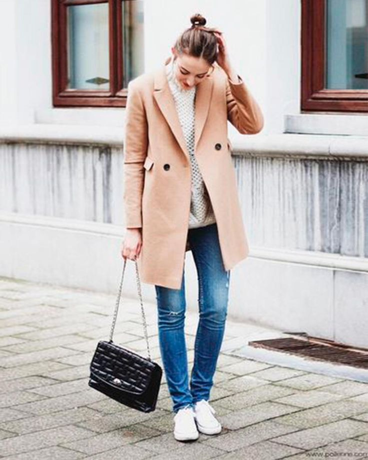 32 Winter Outfits to Copy Right Now - Fashion inspiration on what to wear, when to wear and how to wear it. Everything you want to know about fashion.