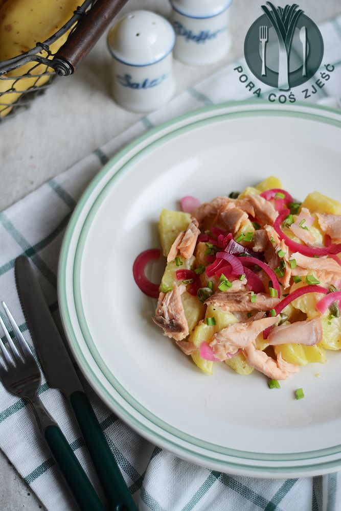 Potato salad with smoked trout http://www.poracoszjesc.pl/2014/11/saatka-ziemniaczana-z-wedzonym-pstragiem.html