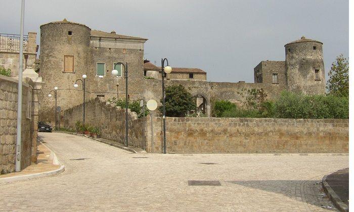 Viaggio nella cultura medievale al castello di Puglianello sabato 17 giugno a cura di Enzo Santoro - http://www.vivicasagiove.it/notizie/viaggio-nella-cultura-medievale-al-castello-puglianello-sabato-17-giugno/