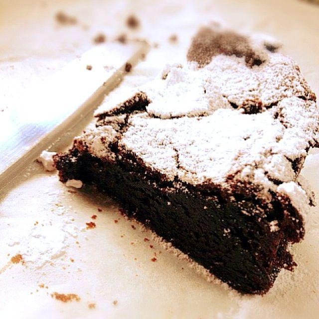簡単だけど… 寝かせ時間が(⁼̴̶̆ㅁॢ⁼̶̴̆∗)՞ 濃厚病みつきケーキ♡ ₍•͈ᴗ•͈.₎ - 42件のもぐもぐ - 生チョコケーキ★ by…