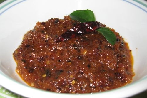 Vengaya (Onion) Chutney. A spicy red chili and onion chutney.