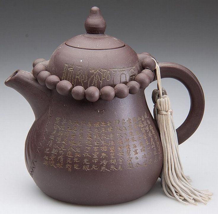 CHINESE YIXING ZISHA CLAY ARTISTIC DARK-BROWN TEAPOT AND COVER