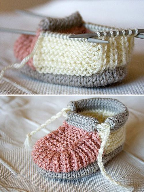 Knitted Baby BootiesThis crochet pattern / tutorial is available for free... Full Post:Knitted Baby Booties