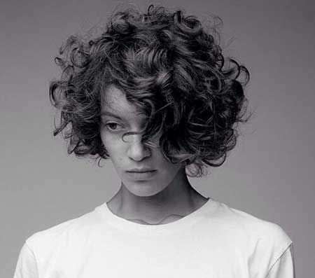 20 Short Cuts for Curly Hair-5