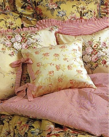 142 Best Images About Pillows With Roses On Pinterest