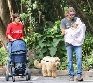 海外セレブニュース&ファッションスナップ: 【イリーナ・シェイク】初親子ショット!娘を抱っこするブラッドリー・クーパーとお散歩!