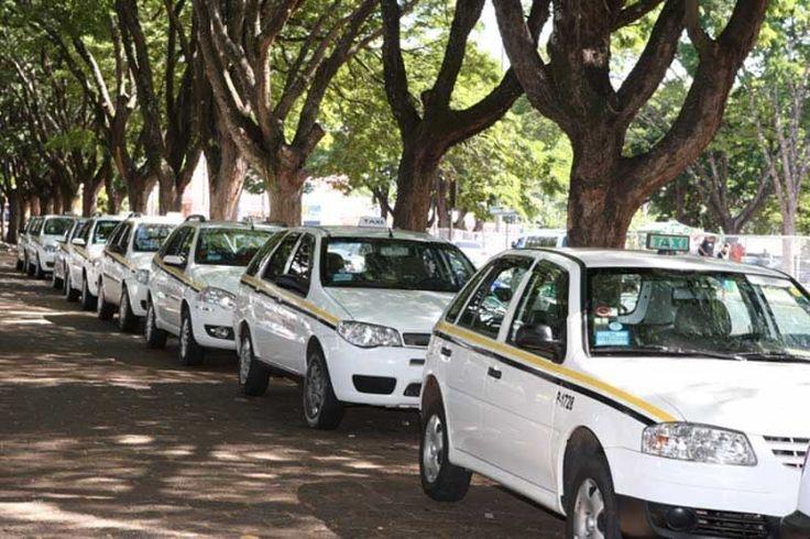 Taxistas reclamam da queda do faturamento desde a chegada do Uber   foto: Daniel Nunes/arquivo