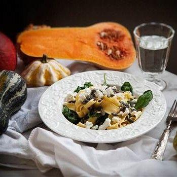 Pasta med pumpapuré, fetaost och spenat - Recept - Tasteline.com