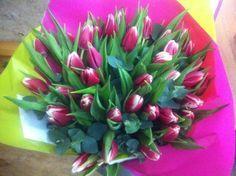Ramo de 40 tulipanes que acabamos de enviar para un aniversario. Precio: 61'50€ con gastos de envío incluidos #tulips #enviarflores