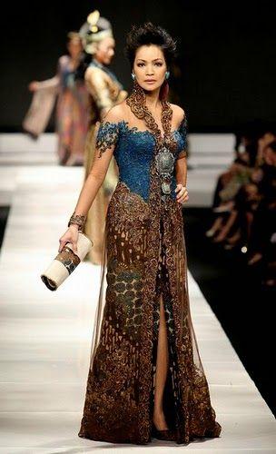 Untuk model kebaya yang bagus dan modern, saat ini yang lagi trend dan banyak dicari para wanita adalah koleksi model kebaya Anne Avantie...