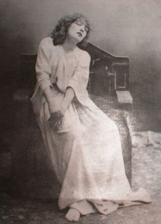 Sarah Bernhardt as Lady Macbeth, 1884, photo by Paul Nadar.
