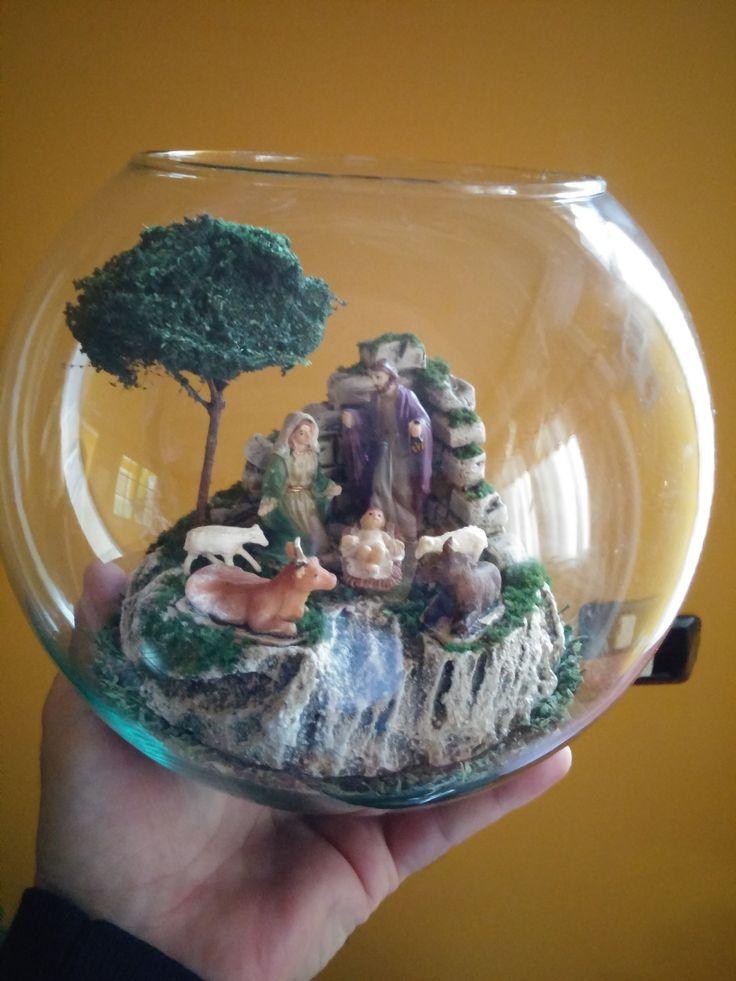 Belen dentro de un bol de cristal, con figuras de 4,5 cm. Colección 2015