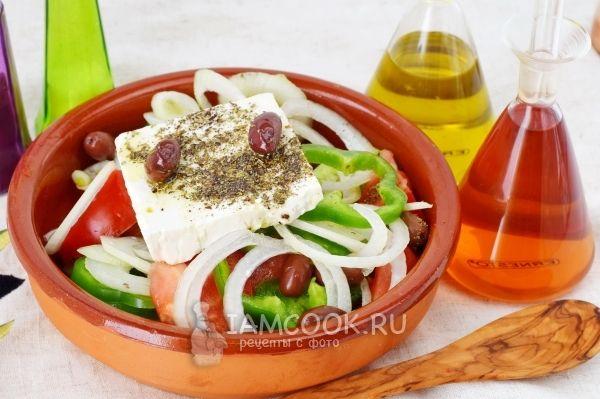 Фото греческого салата с сыром фета