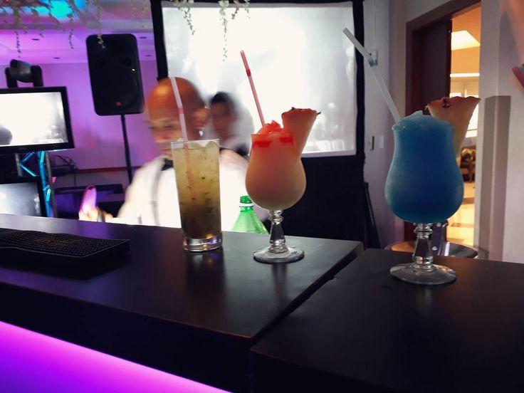 Seguimos trabajando con mucho esfuerzo dando todo lo que tenemos para Seguir ofreciendo un servicio de calidad cuidando cada detalle para que cada comensal se sienta especialmente atendido  y disfrute de lo mejor de la cocteleria. Estamos para servir  #horusbarras #barramovil #bartender #cumpleaños #bodas #matrimonio #go #cocktail #venezuela #maracay #15años #quinceañeras #valencia #caracas #rumba #vip #gala #entretenimiento #caña #cocteles #cocteleria #servicio #eventos #social…