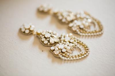 Bridal Earrings in gold and opal color - Style E01