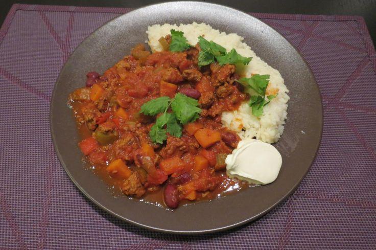 Tex-Mex Recept voor Chili Con Carne, een heerlijk heet en verwarmend stoofpotje op basis van tomatensaus, gehakt, rode bonen en ajuin. Ideaal in de winter !