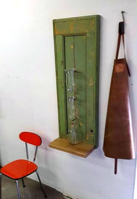 Antieke deur voor deze Cold Drip Bar.