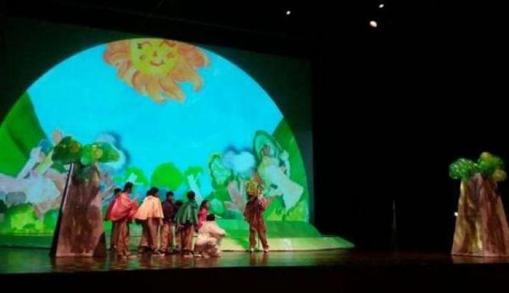 Pemutaran Perdana Teater Musikal Antikorupsi Menuai Sukses  KONFRONTASI -  Teater berjudul 'Raksasa Bisikan Akar Putih dari Pohon Tak Bertepi' hasil kerja sama Komisi Pemberantasan Korupsi (KPK) dan Yayasan Jendela Ide telah sukses dipertontonkan di hari pertama pada Kamis 22 Desember 2016 di Taman Ismail Marzuki Jakarta Pusat.  Penonton teater ini didominasi oleh pelajar sekolah dasar (SD) hingga sekolah menengah pertama (SMP). Tak sedikit pula orangtua dan guru yang datang mendampingi anak…