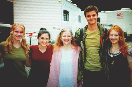 From left to right, Leven Rambin, Isabelle Fuhrman, Suzanne Collins, Jack Quaid, Jackie Emerson :3