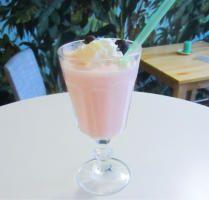 Milk shake - pořádný guaranovo-jahodový milkshake :) Uplifting guaraná-strawberry milk shake