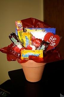 Valentine gift basket: Valentines Ideas, Gifts Baskets, Gifts Ideas, Cute Teacher Gifts, Valentines Day Ideas, Valentines Gifts, Candy Bouquet, Valentines Day Gifts, Baskets Ideas