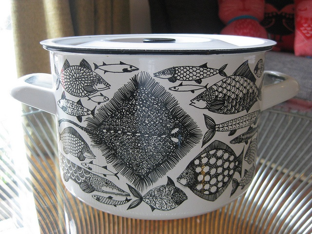 Kaj Franck fish design on an enamel casserole like the one my mum has (only hers is red).