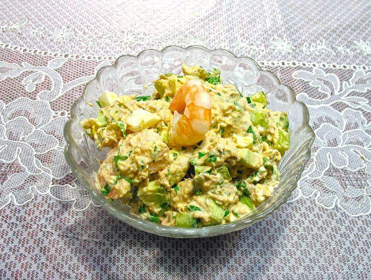 Салат с тунцом и авокадо имеет неповторимый ореховый вкус и является афродизиаком. Отведав салат из тунца и авокадо, вы ощутите одновременно и сытость и легкость. Диетологи считают, что именно такой и