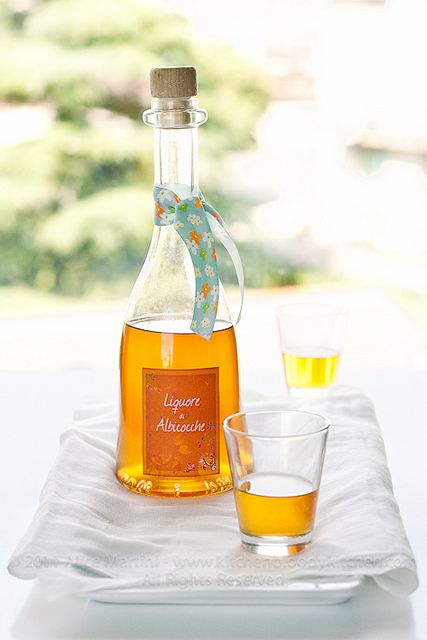Liquore di albicocche - Apricot liqueur (in Italian, but that is what Google translate is for, right?!?!?)