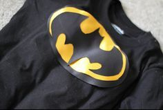 do it yourself divas: DIY: Superhero Muscle Shirt/ DIY Batman Costume.. thought this would be cute for my friends with boys
