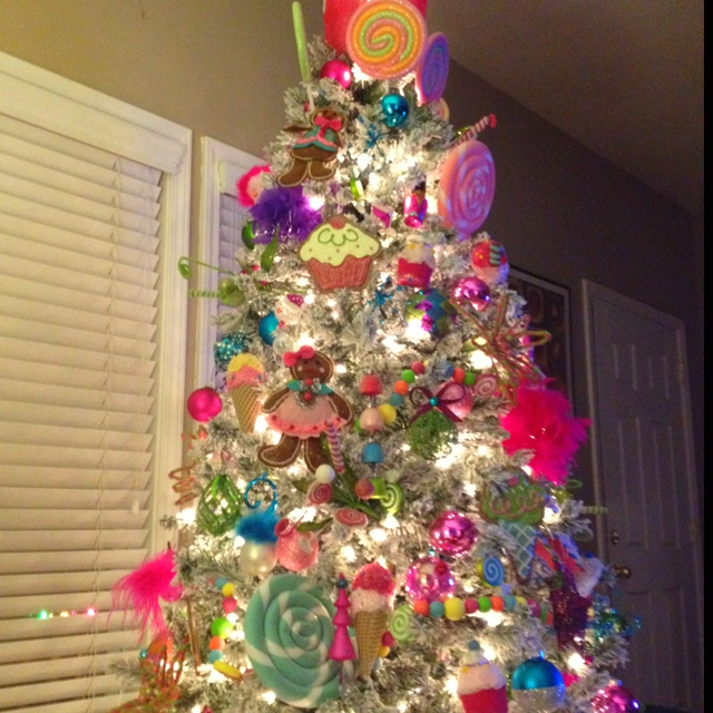 Candy land christmas tree christmas trees pinterest for Candy xmas tree decoration