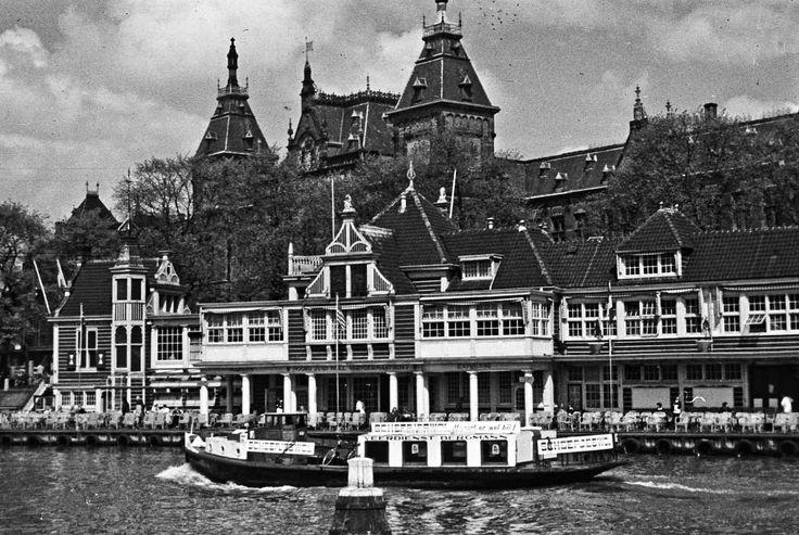 Amsterdam in 1958. Veerdienst Bergmann voor het Noord-Hollands Koffiehuis.