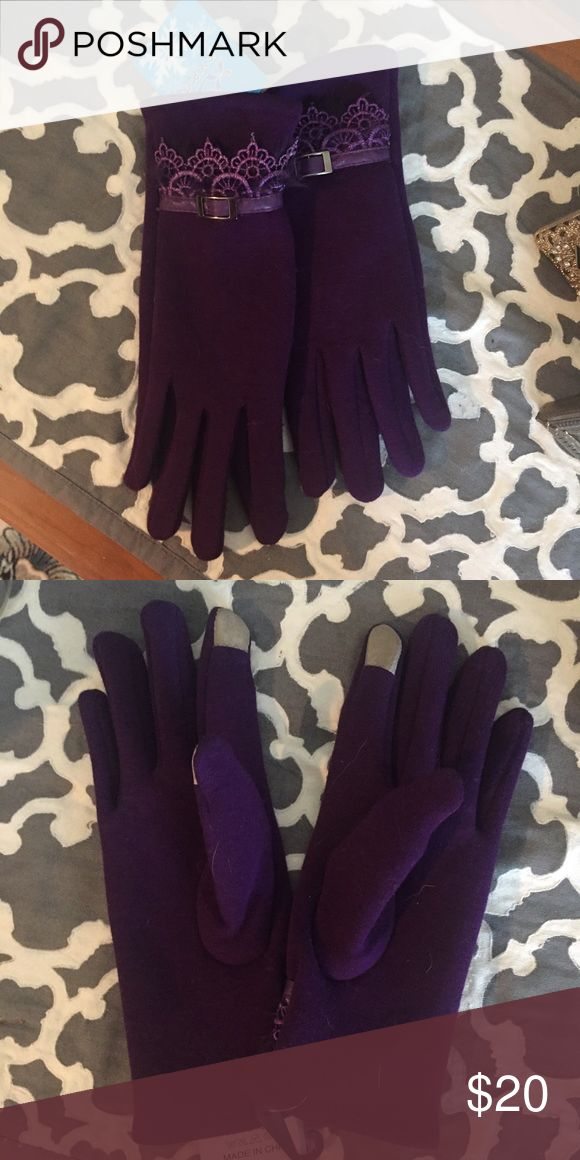 purple gloves with texting capability new with tags. fit a S/M hand. no trade. no model. formal offers only. Accessories Gloves & Mittens