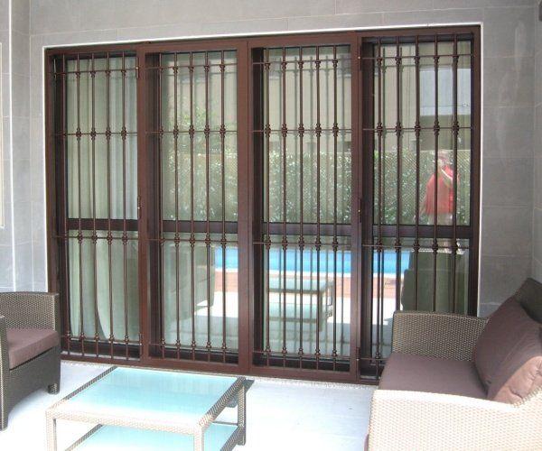 Oltre 25 fantastiche idee su finestre con inferriate su - Finestre a bovindo ...