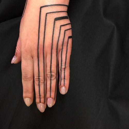 52 modèles de tatouage licorne ailé - 3 https://tattoo.egrafla.fr/2016/03/01/modeles-tatouage-main/
