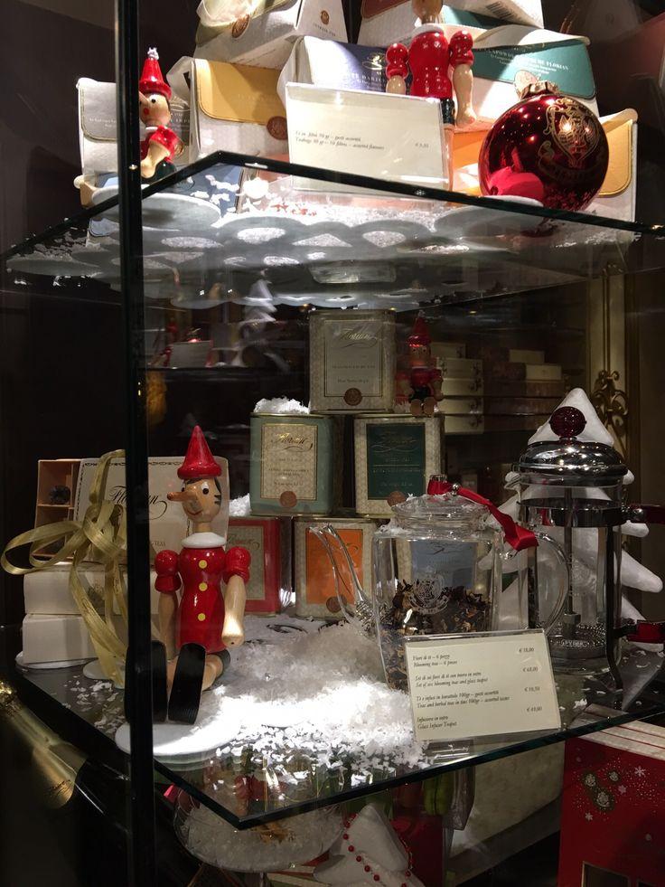 Vetrine di Natale del Florian di Firenze - Christmas shop windows of Florian in Florence #Christmas #Natale #Gift #tè #tea #bloomingteas #infuser #infusion #Pinocchio #snow #Florian