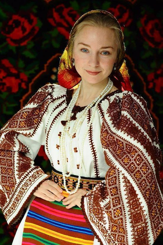 Vintage traditional Romanian costume --Transylvania, from the collection of the wonderful collector Silvia-Floarea Tóth.